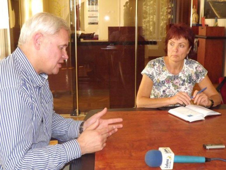 Profsąjungos vadovė L.Juknienė pareikalavo, kad komitetų posėdžių laikas būtų derinamas ir su jais.