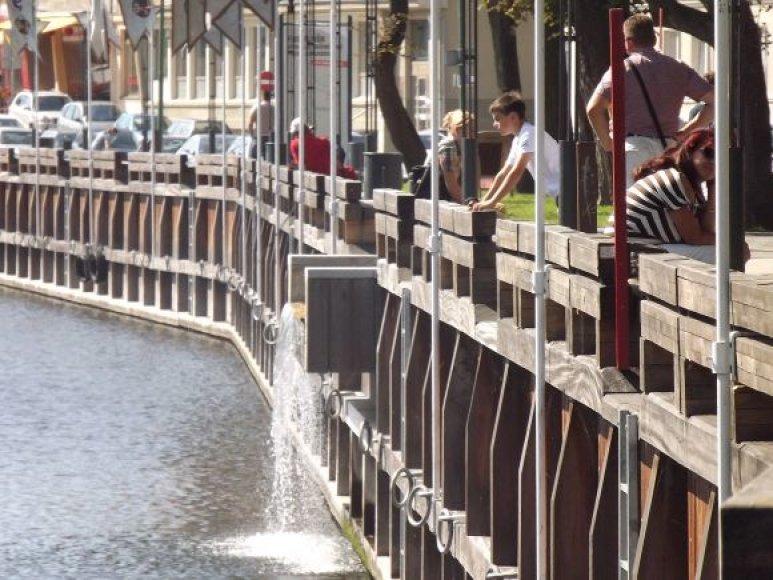 Danės krantinėse ne tik nesaugu vaikščioti, bet ir nepatogu stebėti upę.
