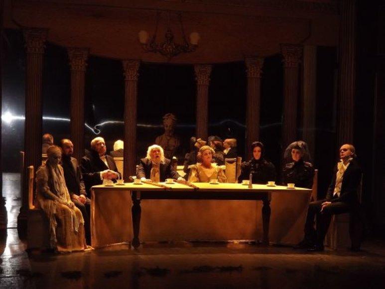 """Tokios premjeros, kaip šiemet režisieriaus G.Varno pastatyta """"Šmėklų sonata"""", Klaipėdos dramos teatrui taps nepasiekiama prabanga."""