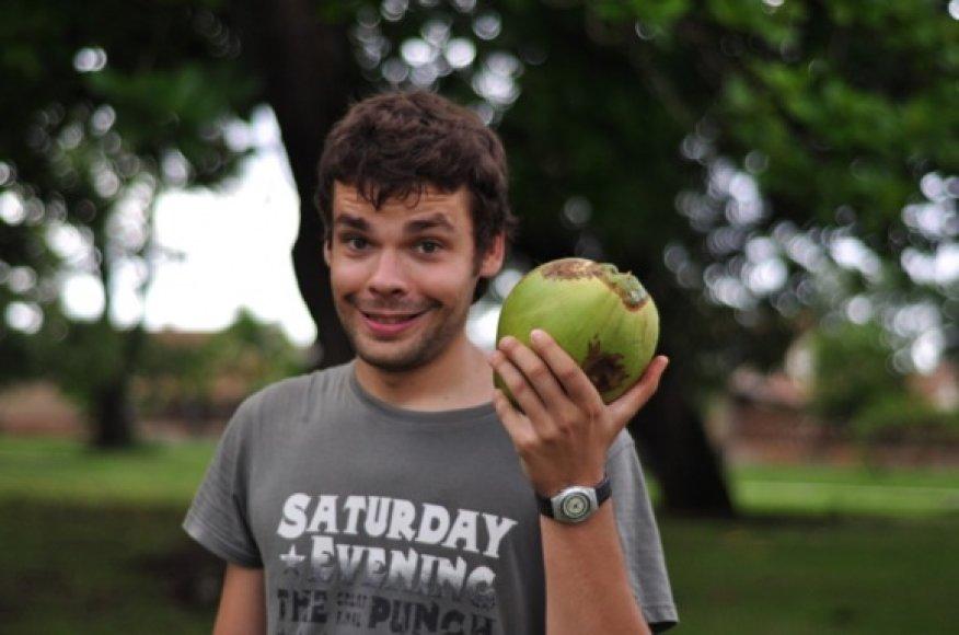 Bandome ativerti kokosą