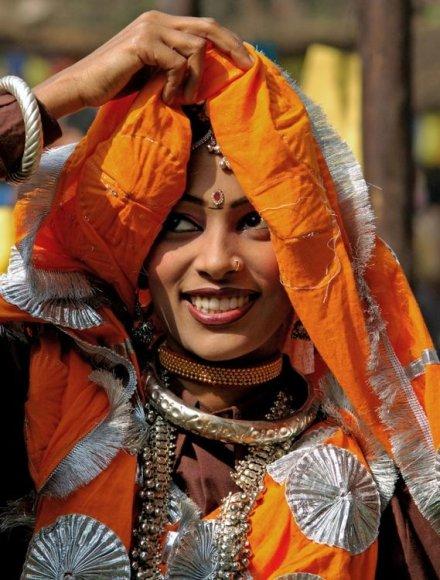 Tradiciškai apsirengusi indų moteris