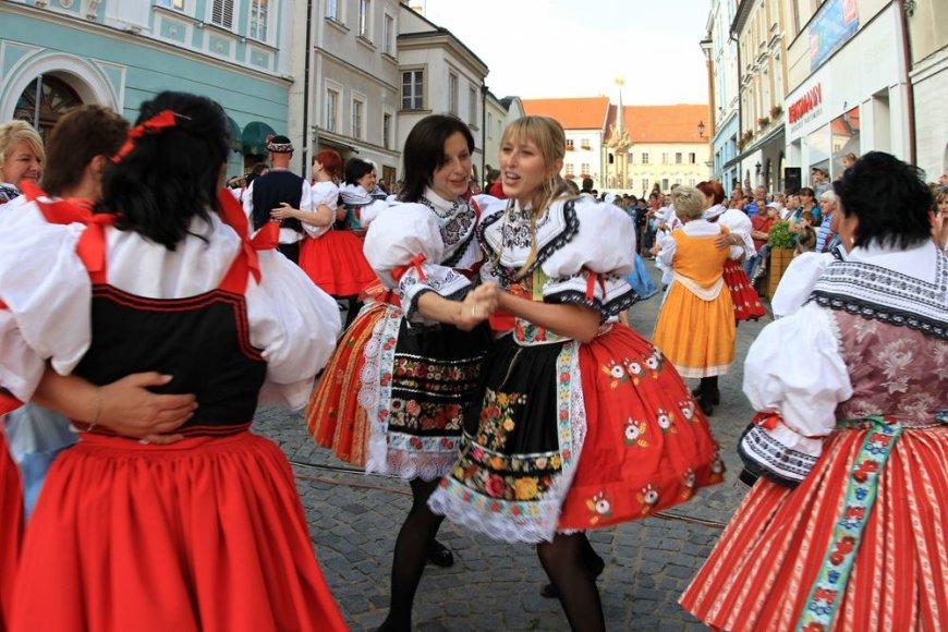 Čekijos miestelyje vyksta daugybė tradicinių festivalių - nuo šokių iki valgių