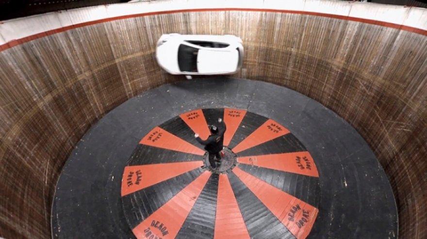 """""""Mazda"""" važiuoja mirties siena"""