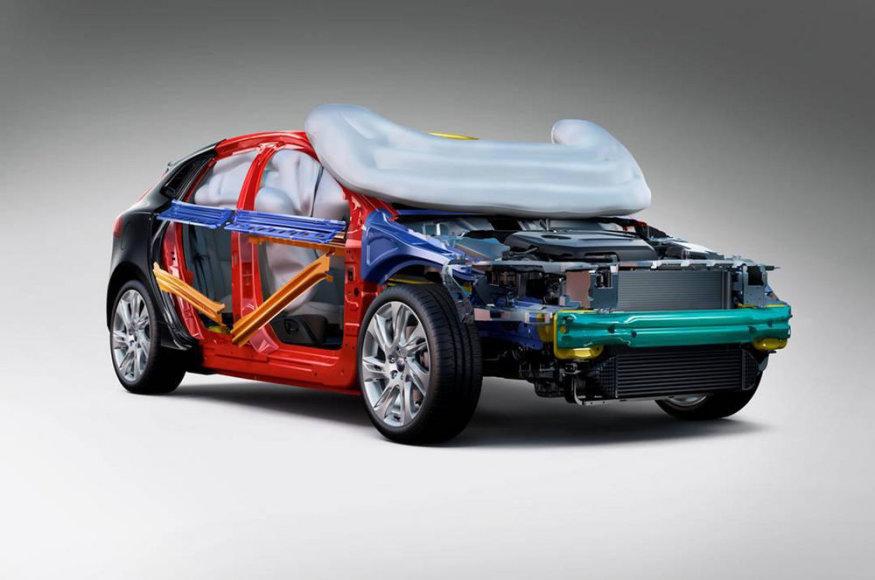 """""""Volvo V40"""" turės pėsčiuosius apsaugančią oro pagalvę"""