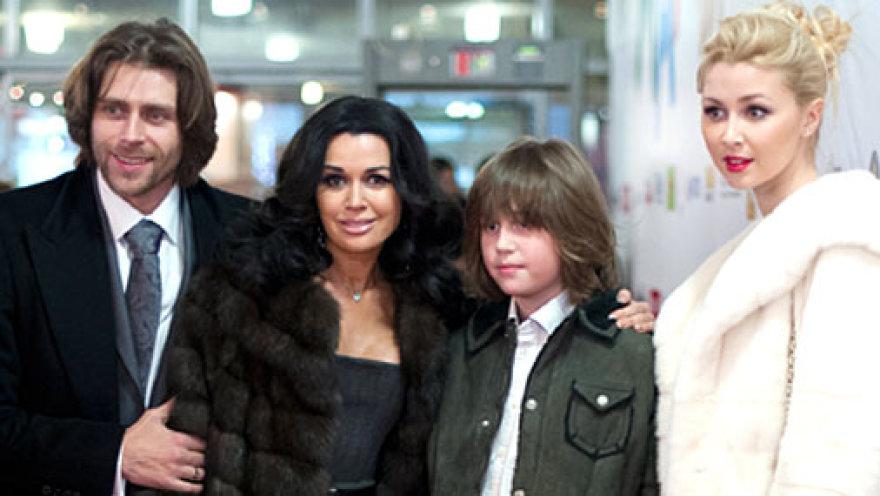 Семья Анастасии Заворотнюк: муж, сын и дочь Анна