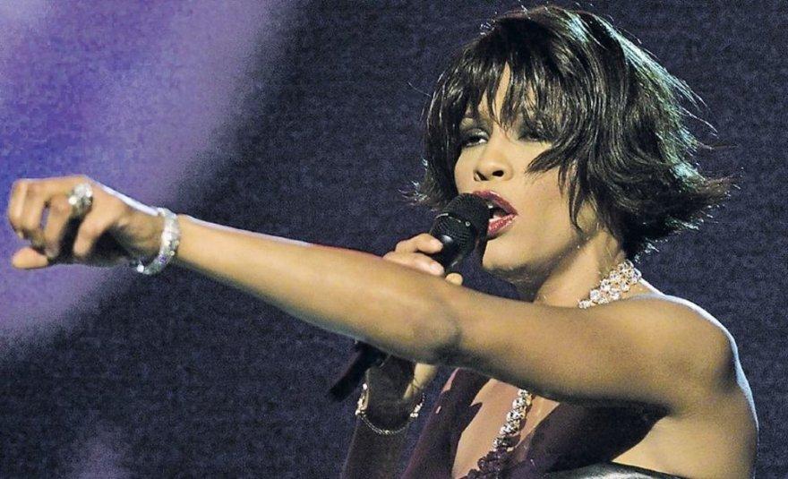 Неожиданная смерть всемирно известной американской певицы Уитни Хьюстон вызвала шок среди ее поклонников во всем мире.