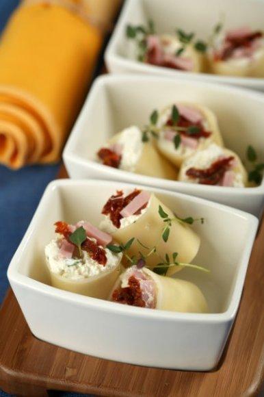 """Canelloni"" su rikotos sūriu"
