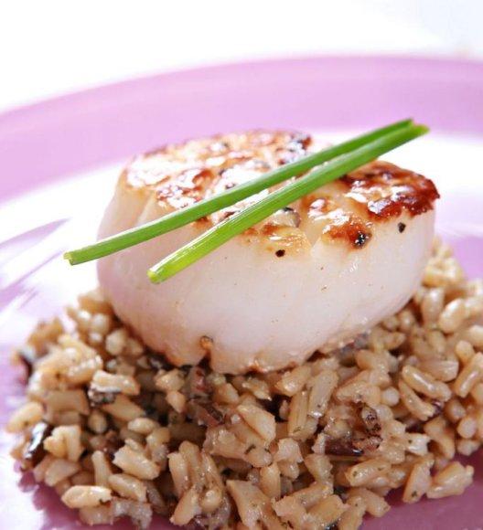 Žuvis su rudaisiais ryžiais