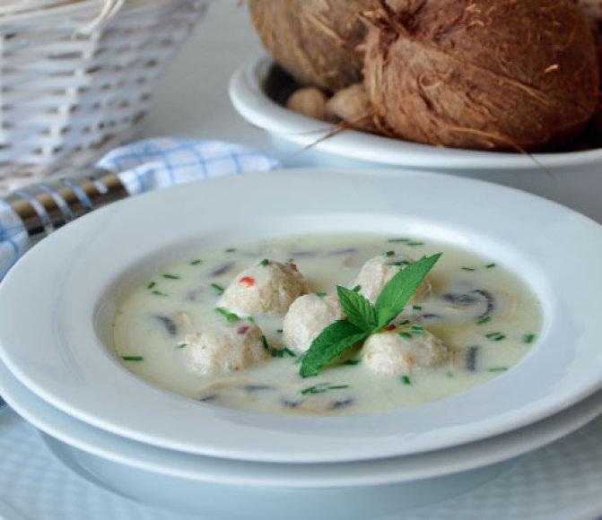 Pikantiška vištienos kukulių sriuba su kokosais