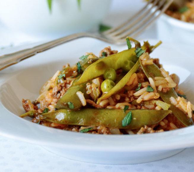 Žirnių ankščių troškinys su ryžiais