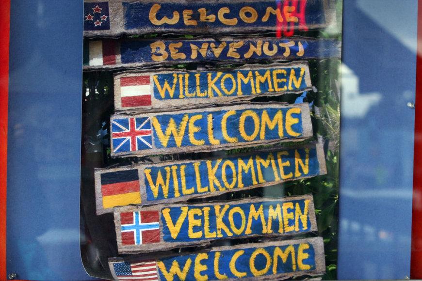"""užrašas """"welcome"""" įvairiomis kalbomis"""