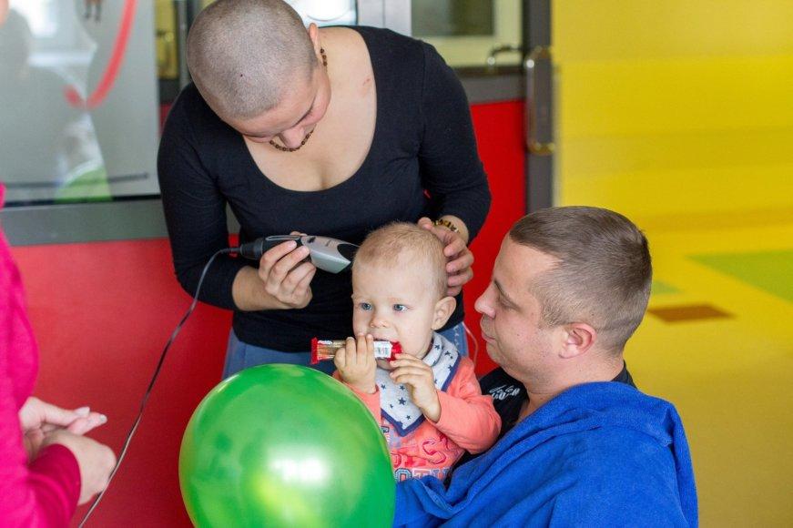 Atsisveikinime su plaukais sūnų globojo tėtis Vitoldas