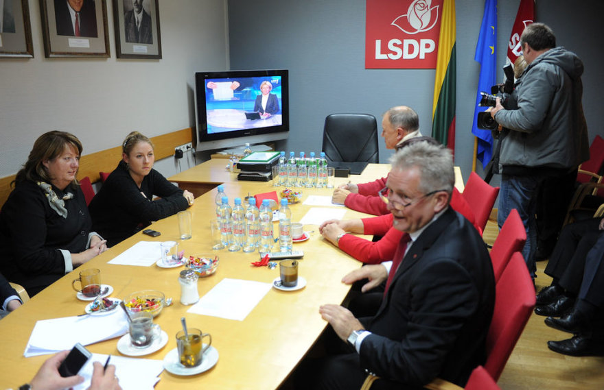 Rinkimai 2012: rinkimų rezultatų laukimas socialdemokratų būstinėje