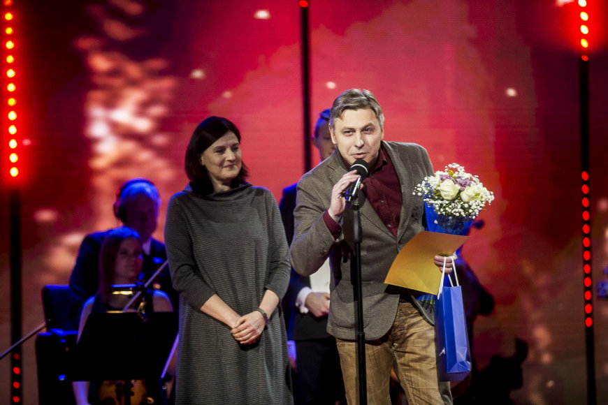 """Viganto Ovadnevo/Žmonės.lt nuotr./""""Auksinių bičių"""" apdovanojimų akimirka"""
