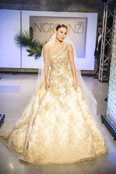 Viganto Ovadnevo/Žmonės.lt nuotr./INŽI vestuvinių suknelių kolekcijos modelis