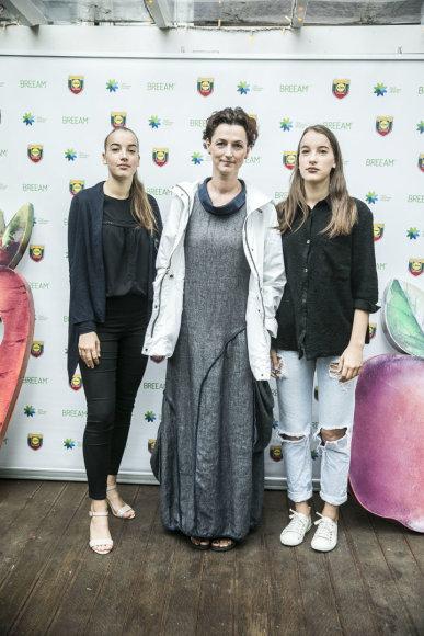 Viganto Ovadnevo/Žmonės.lt nuotr./Kristina Savickytė-Damanskienė su dukromis Justina ir Gabija