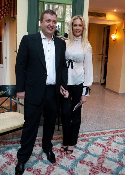 Verslininkas ir pokerio lošėjas Antanas Guoga su drauge Aiste Šlapokaite