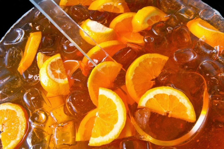 Šaltoji arbata ypač atgaivina karštą vasaros dieną.