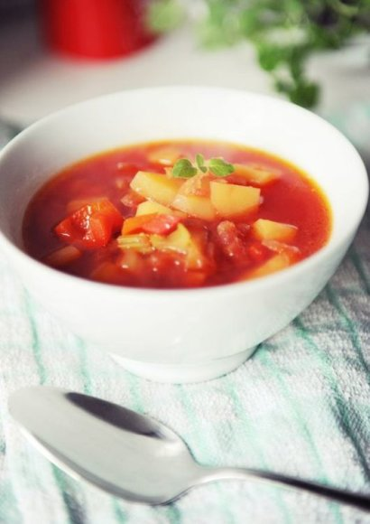 Burokėlių, salierų ir saldžiųjų paprikų sriuba