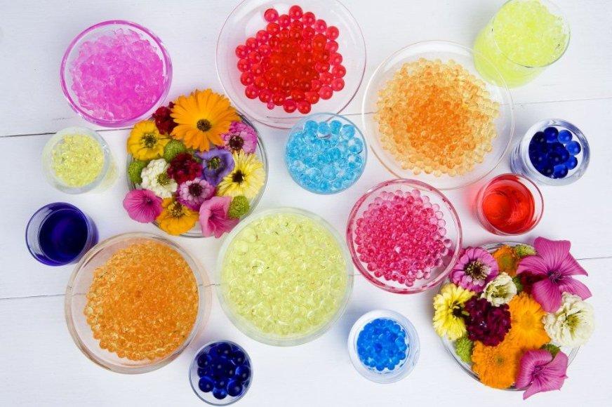 Vandens perlai – spalvinga namų puošmena