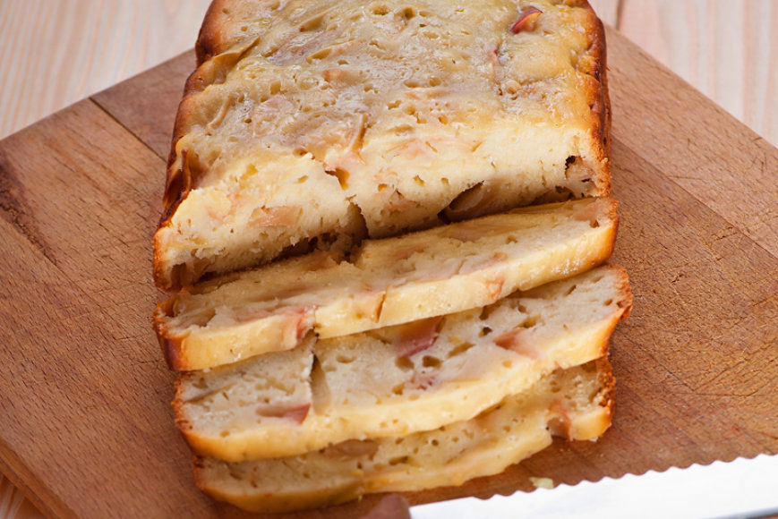 Duonos pyragas su obuoliais
