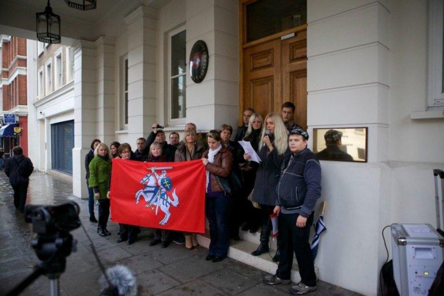 Protesto akcijos Londone prieš nesąžiningus rinkimus
