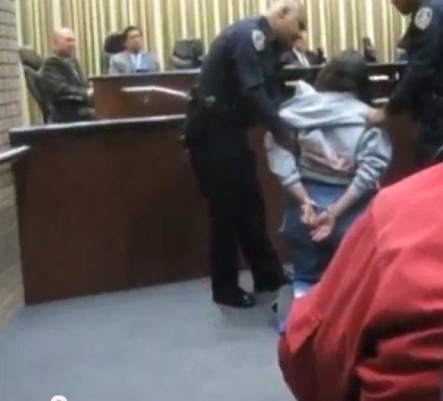Kalifornijoke sulaikyta per daug kalbėjusi moteris