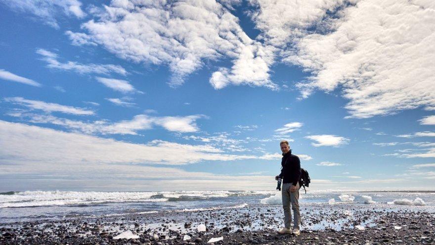 Dovydo Gaidamavičiaus nuotr./Ledo gabaliukais nusėtas Atlanto vandenyno paplūdimys