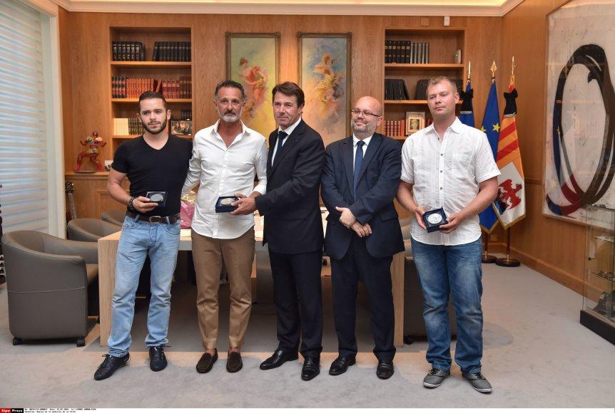 """""""Scanpix""""/""""SIPA"""" nuotr./Apdovanojami Gwenaëlis, Franckas ir Alexandre'as"""