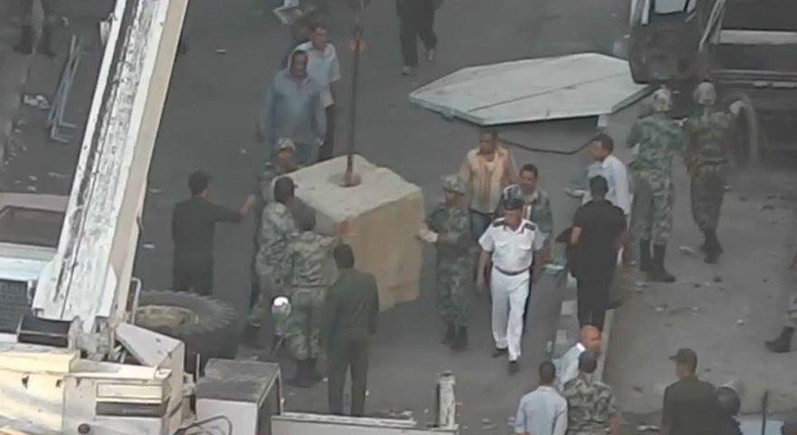 Prie JAV ambasados statomos barikados