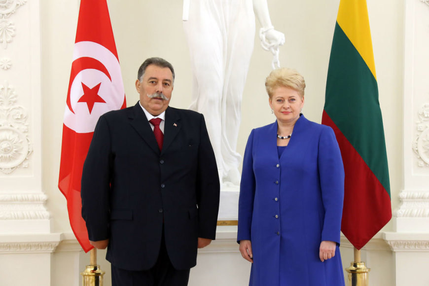 Lietuvos prezidentė Dalia Grybauskaitė ir Tuniso ambasadorius Slim Ben Jaafar