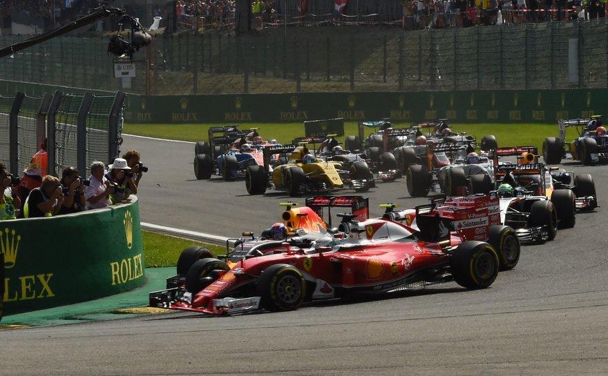 """""""Scanpix"""" nuotr./Maxas Verstappenas, Kimi Raikkonenas ir Sebastianas Vettelis pateko į vieną susidūrimą"""