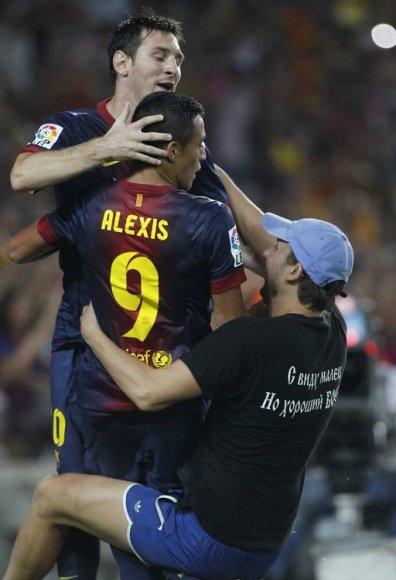 """""""Barcelona"""" – """"Real"""" rungtynių metu į aikštę įbėgo sirgalius"""