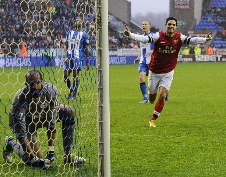 Mikelis Arteta džiaugiasi įvarčiu.