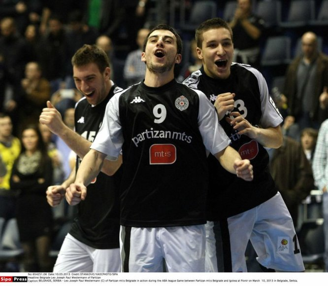 """""""Partizan"""" krepšininkai šventė pergalę."""