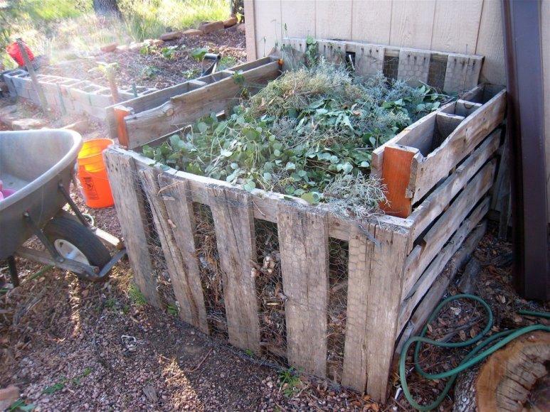 Savadarbė kompostavimo dėžė