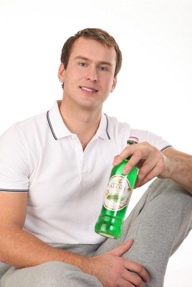 Jevgenijus Šuklinas reklamuos limonadą.