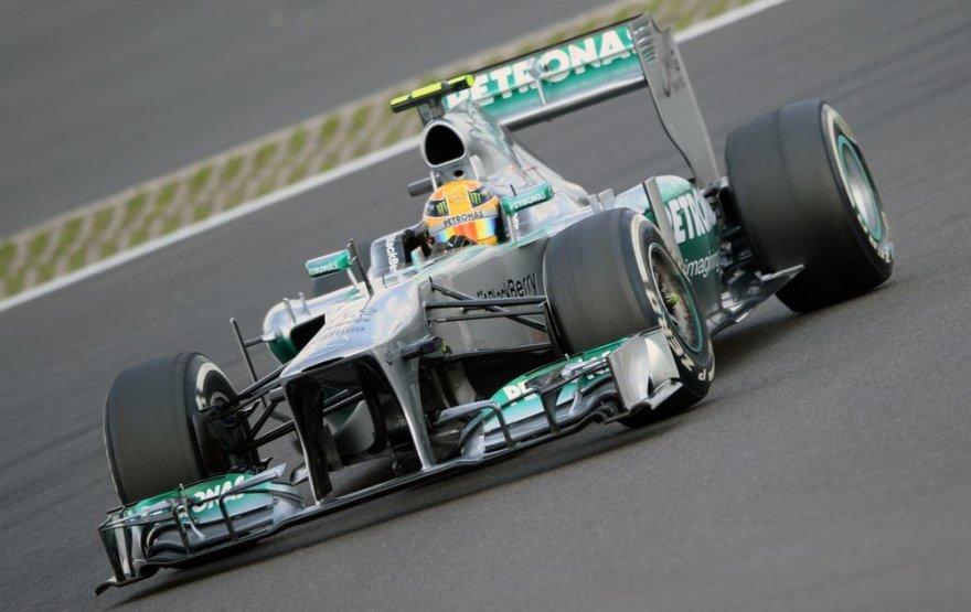 Lewisas Hamiltonas iškovojo pergalę Vokietijos GP kvalifikacijoje