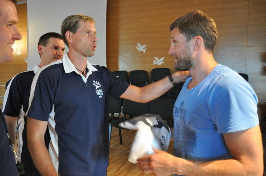 Arvydas Macijauskas aplankė vaikų krepšinio stovyklą Nidoje.