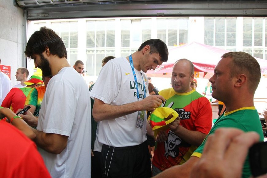 Lietuvos krepšinio rinkitnės žaidėjų susitikimas su sirgaliais Jesenicėse