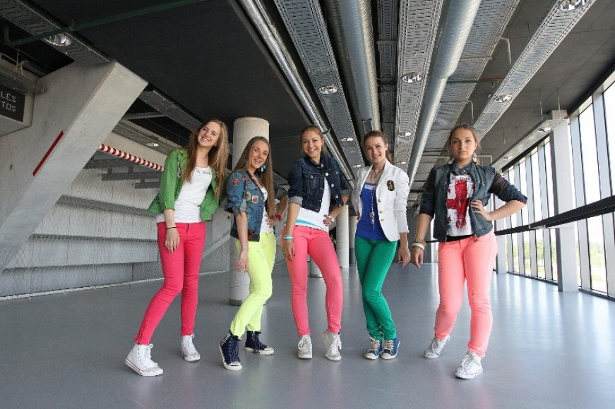 """Merginų grupė """"Roxy 5"""""""