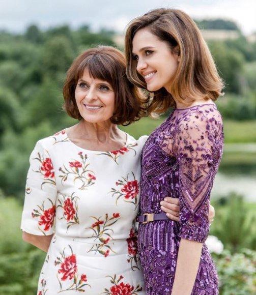 Asmeninio albumo nuotr./Asta Valentaitė su mama Vanda Valentiene