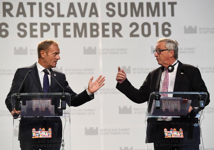 """""""Reuters""""/""""Scanpix"""" nuotr./Donaldas Tuskas ir Jeanas Claude'as Junckeris"""