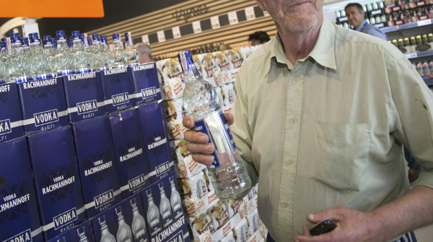 Juliaus Kalinsko / 15min nuotr./Stipraus alkoholio prekybos centruose turėtų nelikti