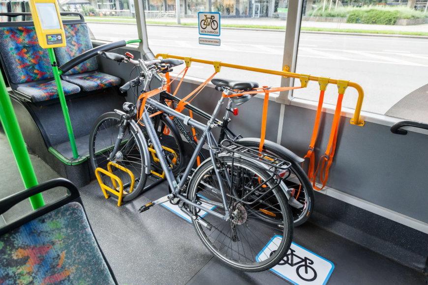 Sauliaus Žiūros nuotr./Sostinėje pradeda kursuoti draugiški dviratininkams velobusai