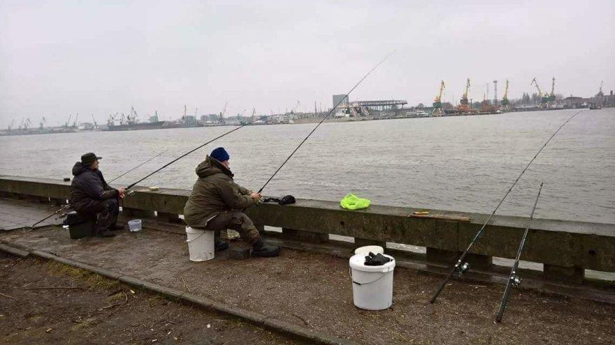 Macelių šeimos albumo nuotr./Kur tik nėra žvejoję Maceliai – upėse, ežeruose, Kuršių mariose, Baltijos jūroje.