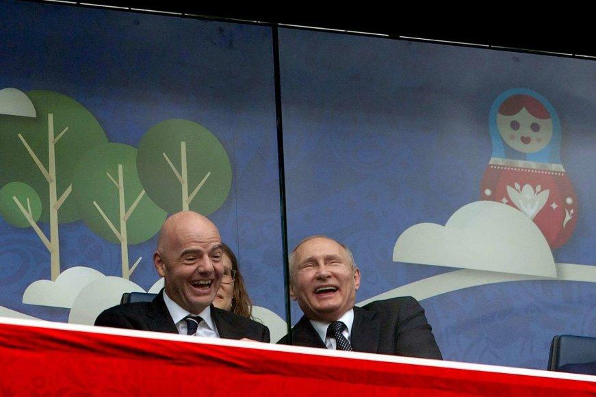 """""""Scanpix""""/""""SIPA"""" nuotr./Gianni Infantino ir Vladimiras Putinas atidarymo rungtynėse"""