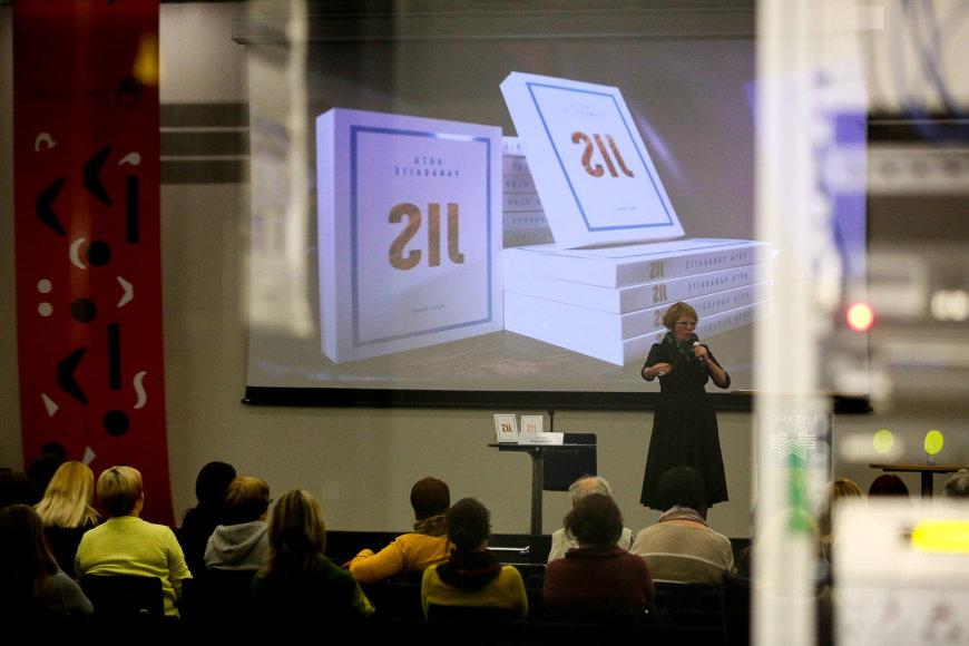 Vidmanto Balkūno / 15min nuotr./Rūta Vanaigaitė Vilniaus knygų mugėje pristato savo knygą