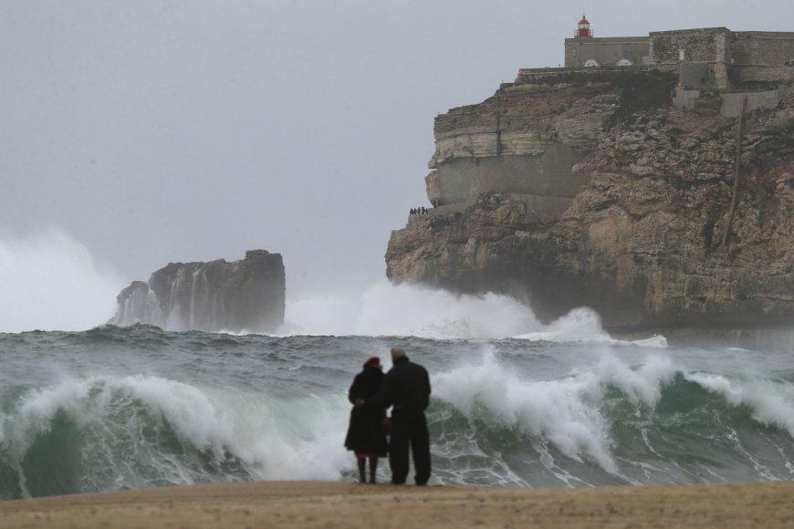 """Scanpix""/AP nuotr./Pora stebi bangas Portugalijoje"