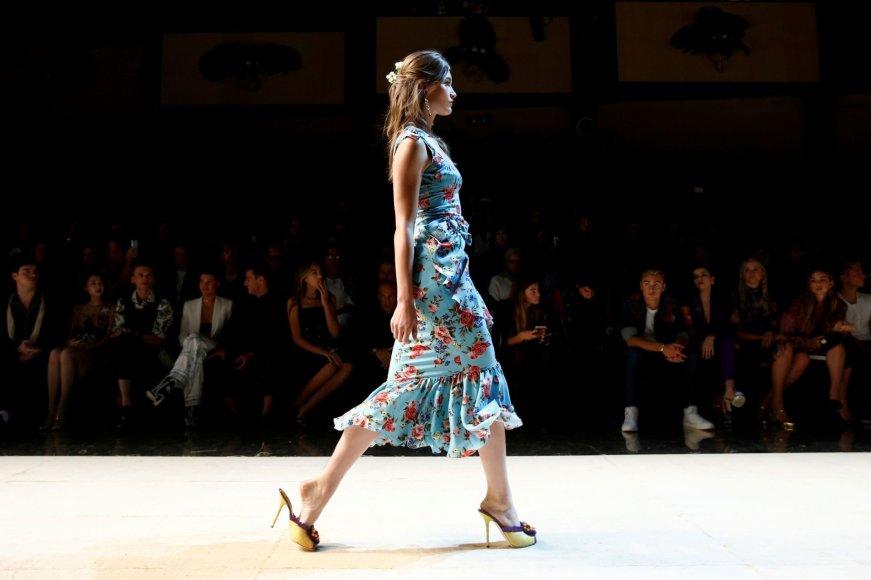 """""""Reuters""""/""""Scanpix"""" nuotr./""""Dolce & Gabbana"""" 2017 m. pavasario-vasaros kolekcijos pristatymas"""